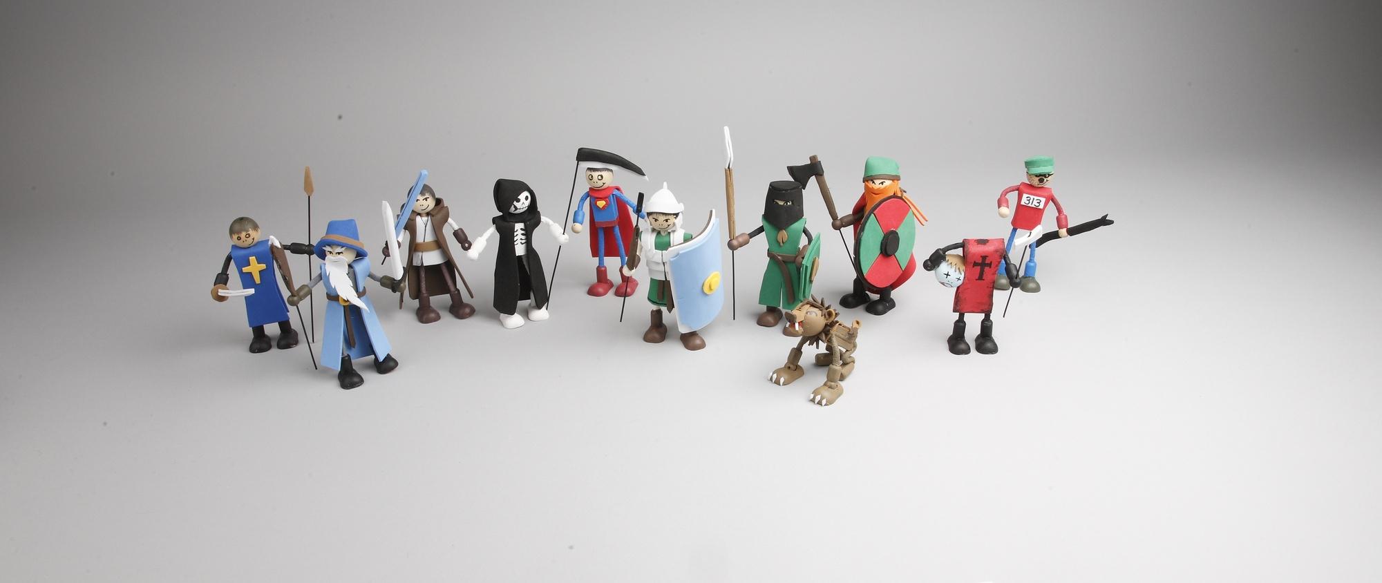 Puppen und Figuren